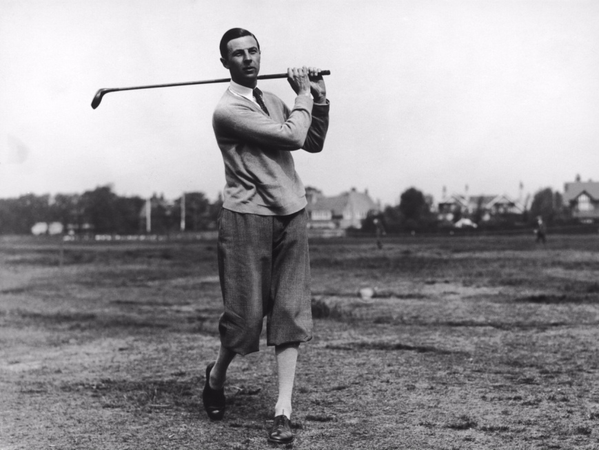 British golfer Roger Wethered (1899 - 1983) plays a shot during the British Amateur Golf Championship at Hoylake, 27th May 1927. (Photo by Kirby/Topical Press Agency/Hulton Archive/Getty Images)