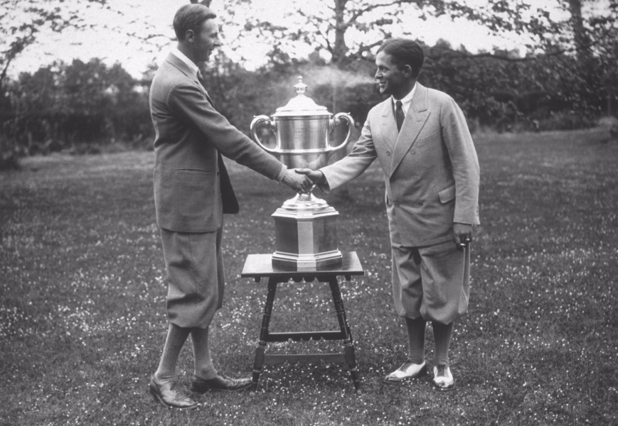 16th May 1930: Roger Wethered congratulates American golfer Bobby Jones (1902 - 1971), a member of the Walker Cup winning team, at Sandwich. (Photo by E. F. Corcoran/Topical Press Agency/Getty Images)